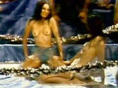 Mary Woronov naked with lesbian..