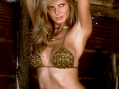 Heidi Klum looks smoking hot in..