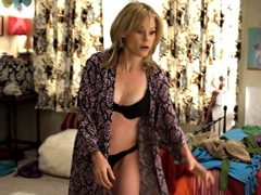 Julie Bowen flaunts her perky jugs and..
