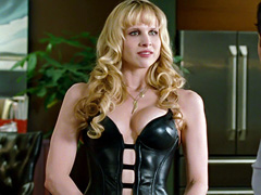 Lucy Punch delivers her knockout T&A