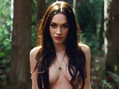 Megan Fox flaunts her hot body while..