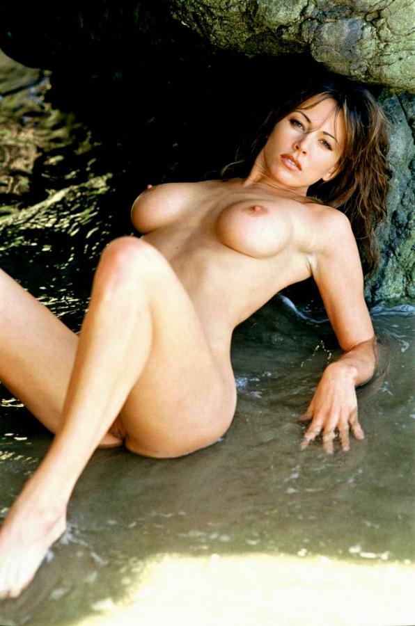 Hot mature lady in bra