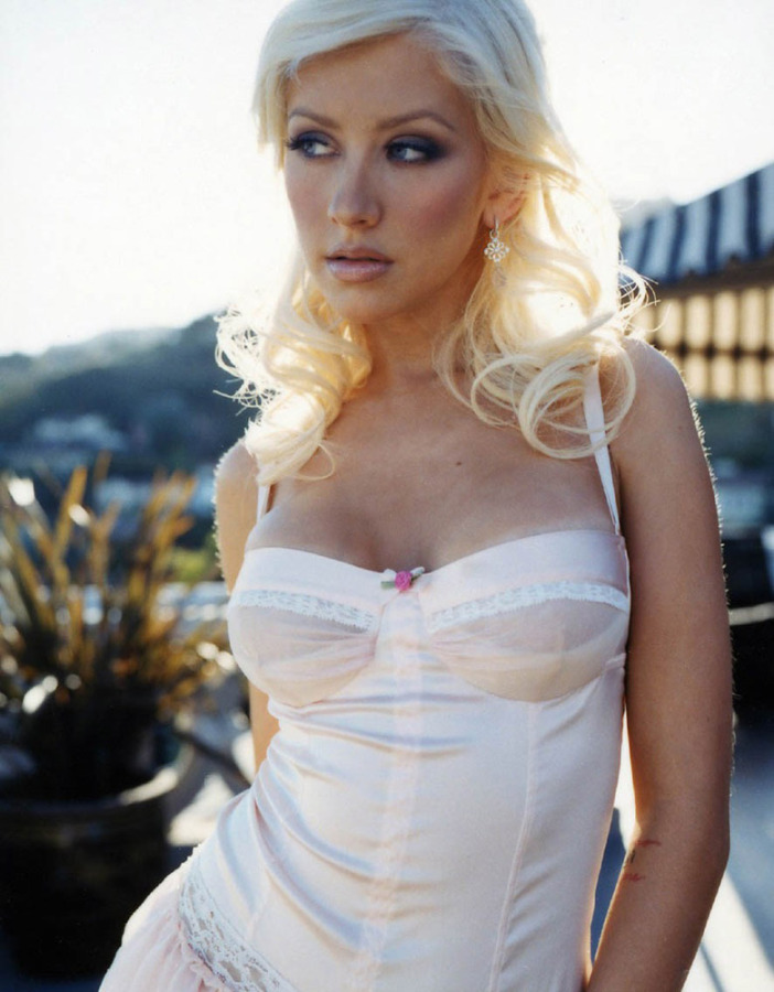 Celeb Porn Christina Aguilera Topless Shoot