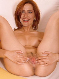 Gillian Anderson shows her amazing nude..