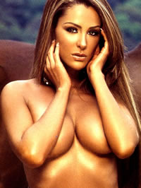 Ninel Conde shows her amazing hot body