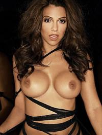 Vida Guerra shows her perfect nude body