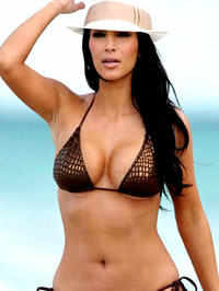 Kim Kardashian paparazzi bikini beach..