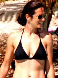 Jennifer Connelly caught in sexy black..