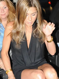 Jennifer Aniston upskirt photos &..