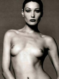 Carla Bruni stripped her hairy pussy
