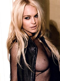 Lindsay Lohan shows her amazing big boobs
