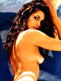 Cindy Crawford shows her nice ass hairy..