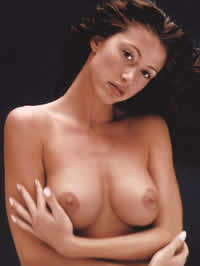 Shannon Elizabeth showing her amazing..