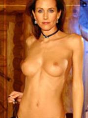 Sexy brunette Friends star Courtney Cox..