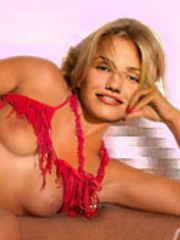 Pretty celebrity Cameron Diaz shows her..