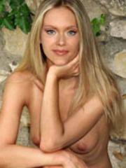 Celebrity babe Kristanna Loken gets so..