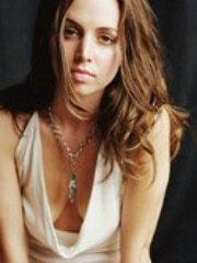 Pretty Elisha Dushku revealing her..