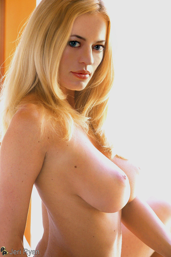 Jeri Ryan Nude Pictures 28