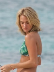 Carrie Underwood Bikini Pics