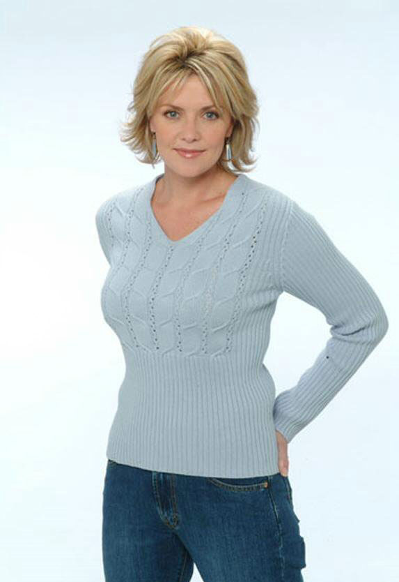 Celebrity Actress Amanda Tapping shows off her lovely