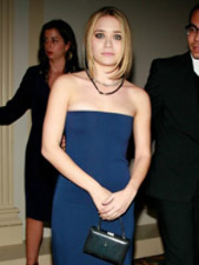 Pretty assed celeb Ashley Olsen bares..