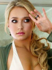 Hayden Panettiere shows her sexiness..