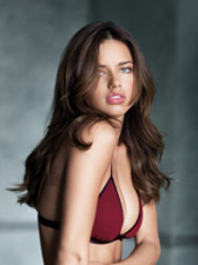 A catch hot plus uber sexy Adriana Lima..