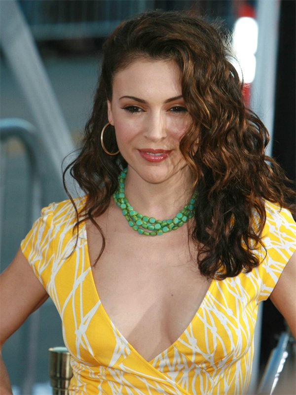 The Celebs Tapes Hot Actress Alyssa Milano Shows Her Cleavage At