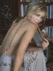 Celeb chick Amy Smart is seen with her..