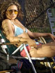 J Lo wears bikini Electra gets nude