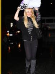 Celeb chick Lindsay Lohan gets snapshot..