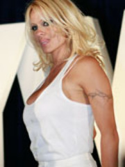 Sexy Pamela Anderson gets another..