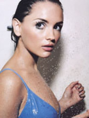 Rachael Leigh Cook goes for a more..