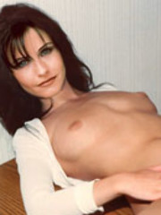 Hot brunette celebrity Courtney Cox..