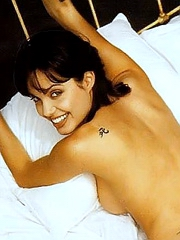 Angelina Jolie fully naked looks very hot