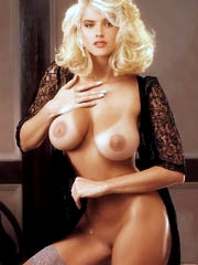 Beauty celebrity Anna Nicole Smith nude..