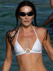 Carla Bruni naked flashes hot skinny body