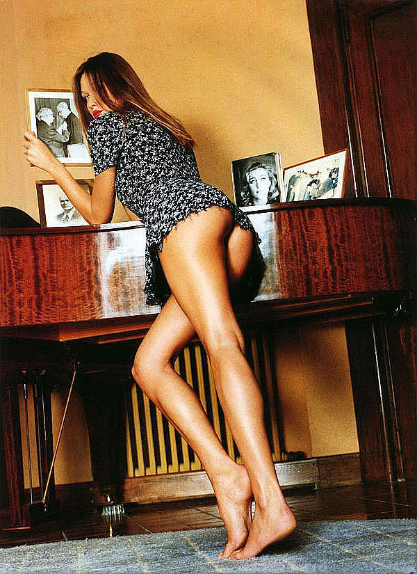 Naked Carla Bruni photos, sex tapes, home videos and many celebrity porn mo