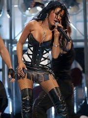 Christina Aguilera hot pull off in drop..