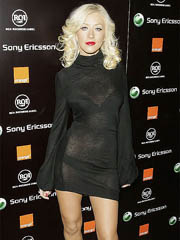 Christina Aguilera oops flashes off..