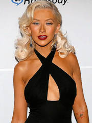 Christina Aguilera shows nice sideboob..