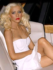 Christina Aguilera flashes pushed up..