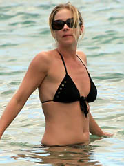 Celebrity Christina Applegate naked..