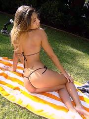 Cinthia Fernandez hot body in thong..