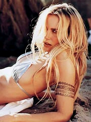Beauty celebrity Daryl Hannah naked..