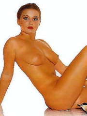 Geri Halliwell nude flashes pussy and..
