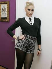 Gwen Stefani upskirt while performs on..
