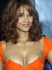 Beauty celebrity Halle Berry naked..