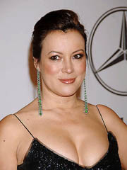Jennifer Tilly flashes big milf cleavage