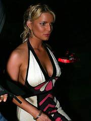 Jessica Simpson flashes sideboob cleavage